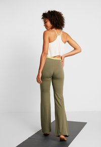 Yogasearcher - GANESH YOGA PANT - Tracksuit bottoms - kaki - 2