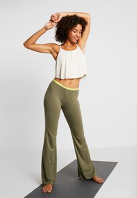 Yogasearcher - GANESH YOGA PANT - Tracksuit bottoms - kaki - 1