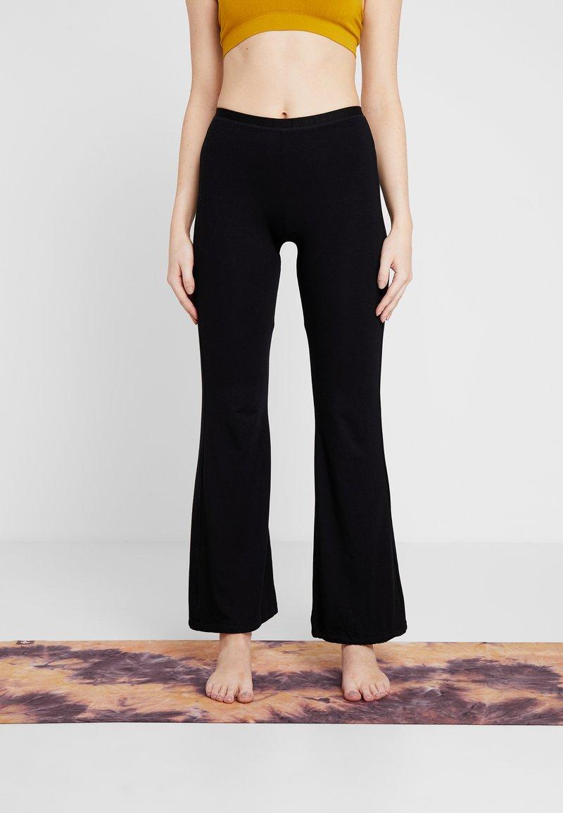 Yogasearcher - GANESH YOGA PANT - Pantalon de survêtement - black
