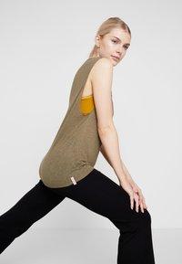 Yogasearcher - GANESH YOGA PANT - Pantalon de survêtement - black - 3