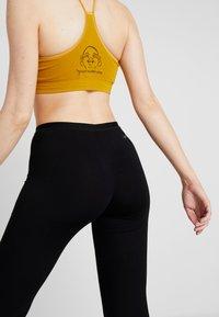 Yogasearcher - GANESH YOGA PANT - Trainingsbroek - black - 6
