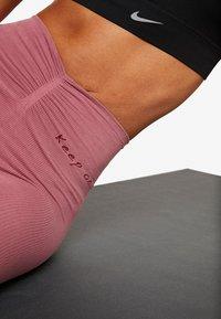 Yogasearcher - RISHIKESH - Tights - pink - 4