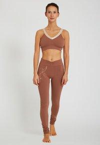 Yogasearcher - Legging - camel - 1