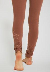 Yogasearcher - Legging - camel - 3
