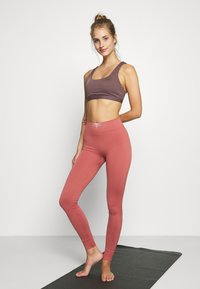 Yogasearcher - GALAXIE - Tights - terracotta - 1