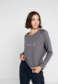 Yogasearcher - WARRIOR - Sweatshirt - carbon - 0