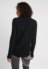 Yogasearcher - PURUSHA - Stickad tröja - black - 2