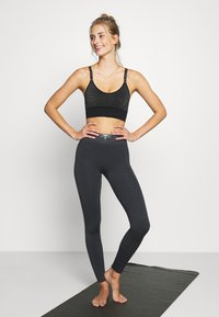 Yogasearcher - ASHTANGA - Sport BH - silver - 1
