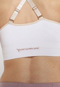 Yogasearcher - ANAHAT - Biustonosz sportowy - white - 5