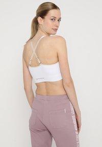 Yogasearcher - ANAHAT - Biustonosz sportowy - white - 2