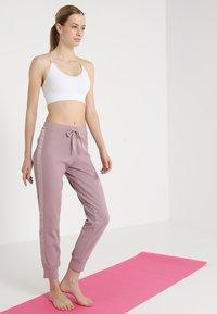 Yogasearcher - ANAHAT - Biustonosz sportowy - white - 1