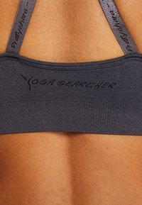 Yogasearcher - MYSTIC - Biustonosz sportowy - carbon - 5