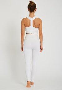Yogasearcher - LAKSHMI - Sport BH - white - 2