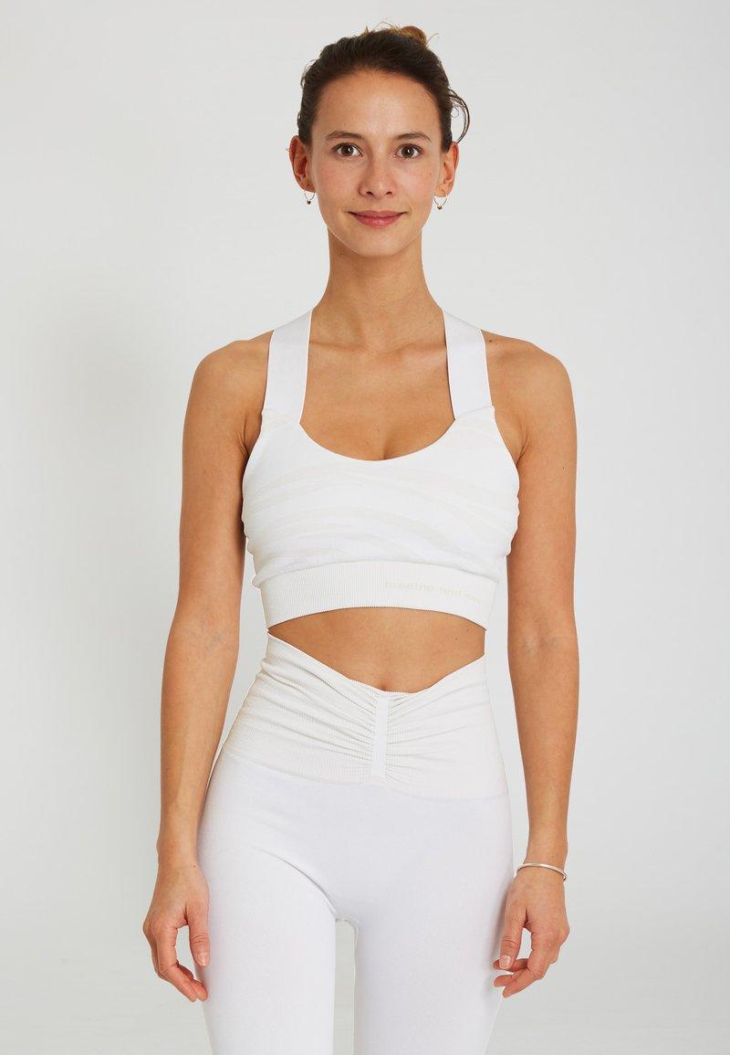 Yogasearcher - LAKSHMI - Sport BH - white