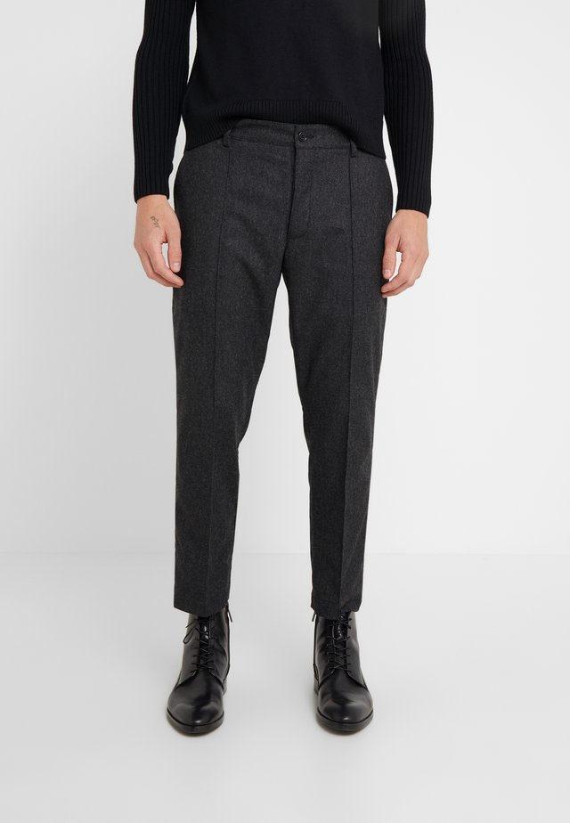HAND ME DOWN TROUSER - Trousers - charcoal