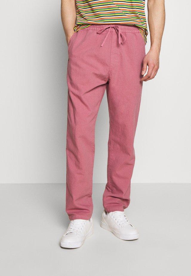 ALVA SKATE PANT - Kangashousut - pink