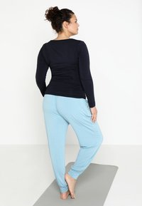YOGA CURVES - Long sleeved top - midnight blue - 2