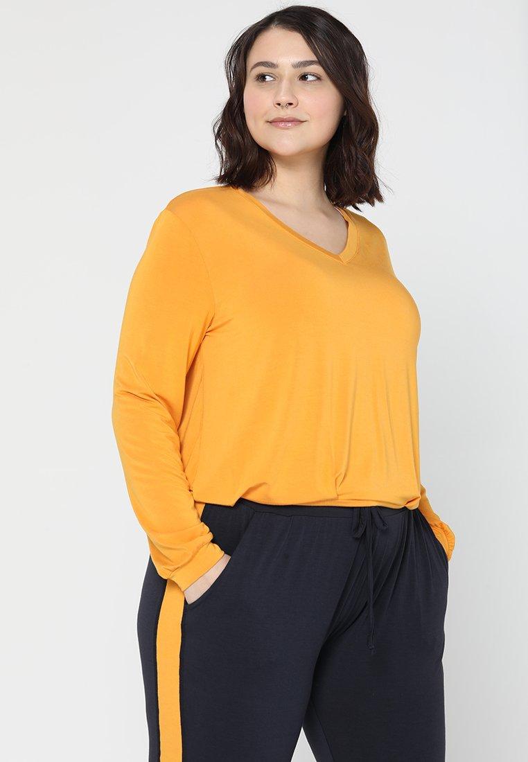 YOGA CURVES - V NECK - Long sleeved top - aprikose