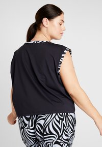YOGA CURVES - WIDE BODY  - T-shirt print - black - 2