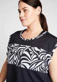YOGA CURVES - WIDE BODY  - T-shirt print - black - 3