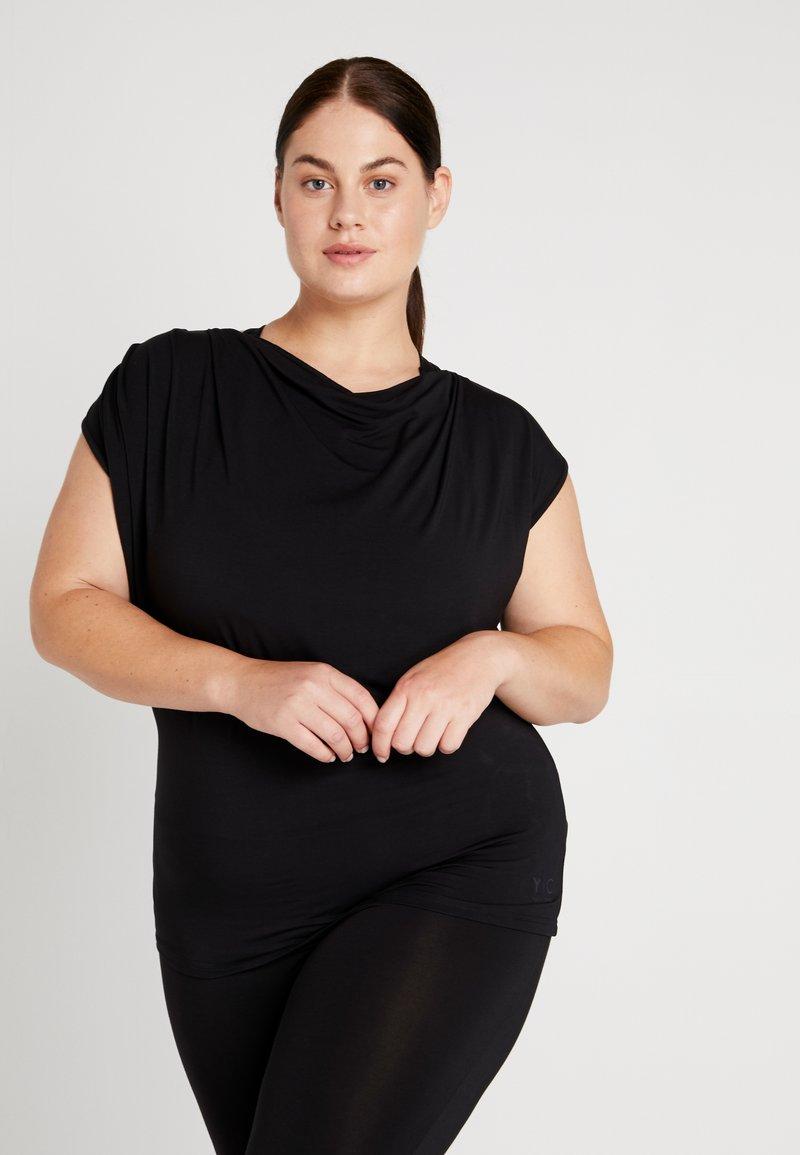 YOGA CURVES - WATERFALL - T-shirt - bas - black