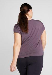 YOGA CURVES - SLIT - T-shirt print - aubergine - 2