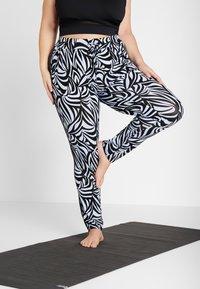YOGA CURVES - PANTS GALON STRIPE - Teplákové kalhoty - grafik blue/midnight blue - 0