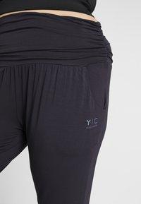 YOGA CURVES - PANTS - Pantalones deportivos - midnight blue - 5