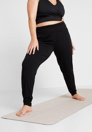 PANTS LONG LOOSE ROLL DOWN - Teplákové kalhoty - black