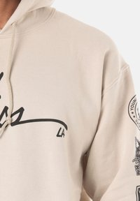 Young and Reckless - SIGNATURE CONTEND - Sweat à capuche - beige - 4