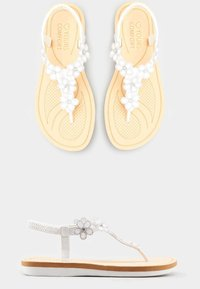 Yours Clothing - DIAMANTE FLOWER  - T-bar sandals - white - 2
