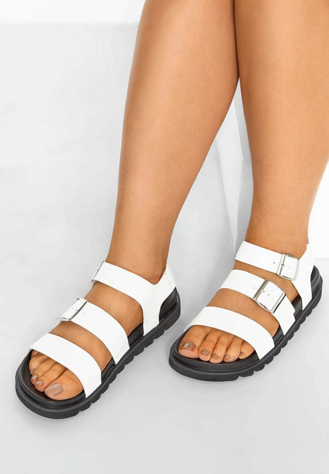 FOOTBED BUCKLE IN EXTRA WIDE FIT - Platform sandals - white