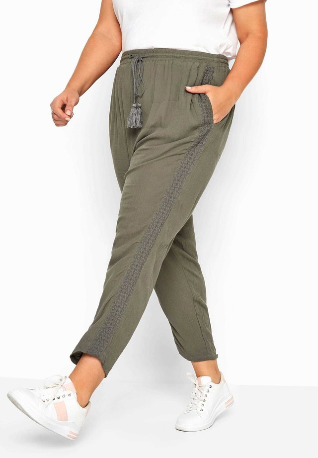 KHAKI CRINKLE EMBROIDERED TAPERED - Trousers - green
