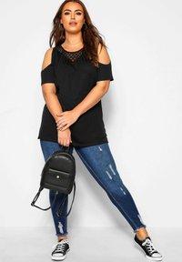 Yours Clothing - T-Shirt print - black - 1