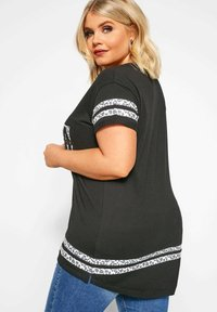 Yours Clothing - T-Shirt print - black - 2