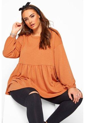 PEPLUM - Sweatshirt - orange