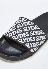 Slydes - Rantasandaalit - black - 5