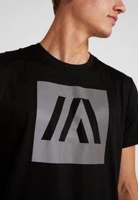 Your Turn Active - T-shirt med print - jet black - 5
