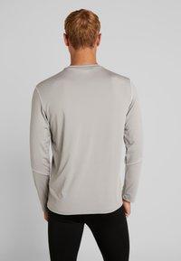 Your Turn Active - Langærmede T-shirts - mottled light grey - 2