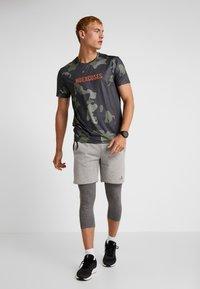 Your Turn Active - Camiseta estampada - dark green - 1