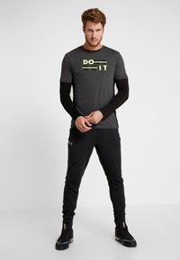 Your Turn Active - Print T-shirt - mottled dark grey - 1