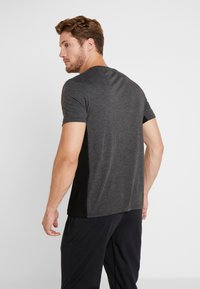 Your Turn Active - T-shirt con stampa - mottled dark grey - 2