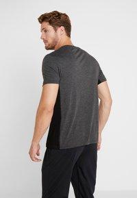 Your Turn Active - Print T-shirt - mottled dark grey - 2
