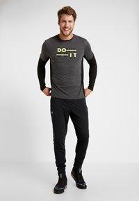 Your Turn Active - T-shirt à manches longues - black - 1