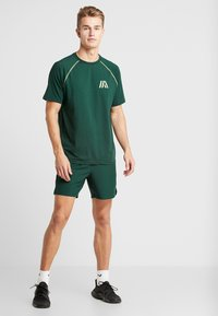 Your Turn Active - Träningsshorts - pine grove - 1