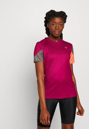 NISHI - T-Shirt print - cassis