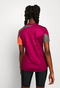 Ziener - NISHI - Print T-shirt - cassis - 2