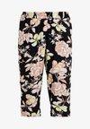 VVIGA 3/4 PANTS - Shorts - yellow nectar
