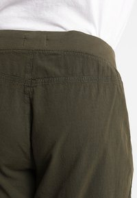 Zizzi - MMARRAKESH LONG PANT - Trousers - ivy green - 5
