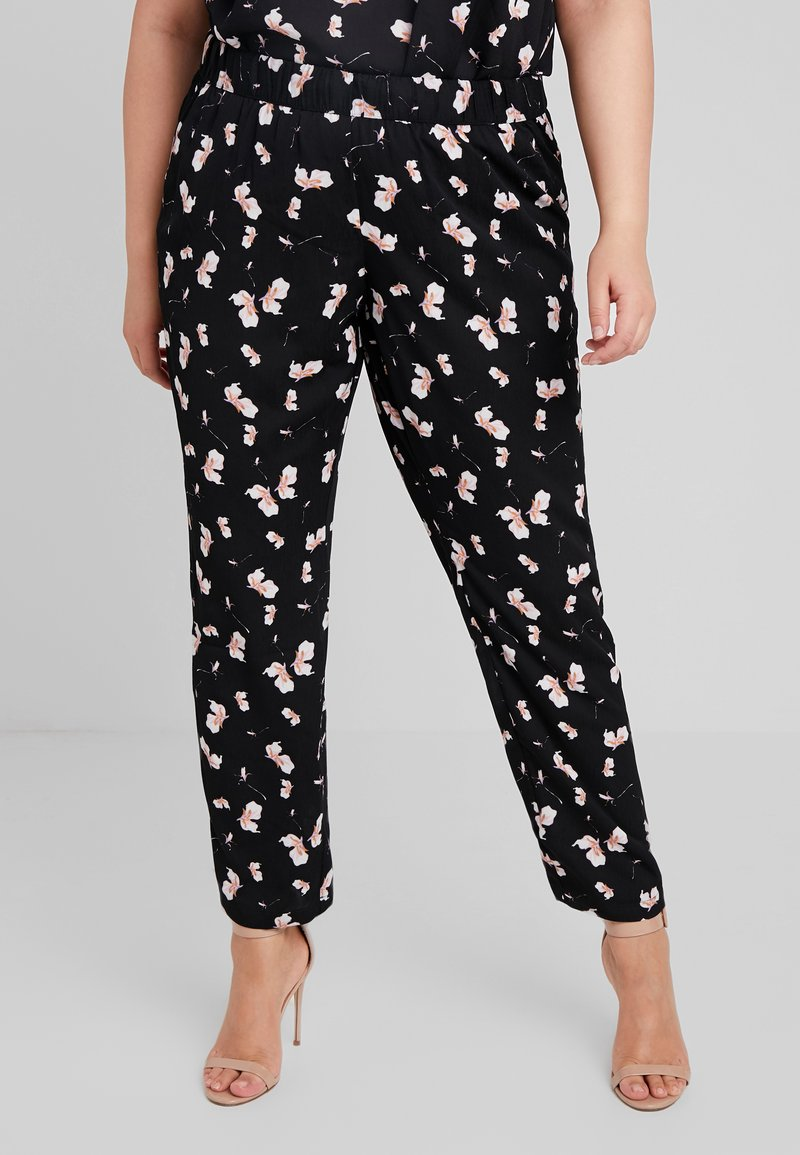Zizzi - QALBA LONG PANTS FLORAL - Stoffhose - black